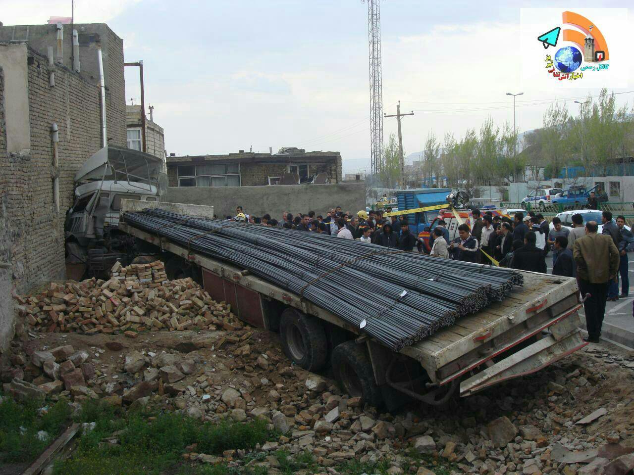 ورود تریلی حامل میلگرد به منزل مسکونی در تبریز + تصاویر | پایگاه ...تریل 5 تریل ...