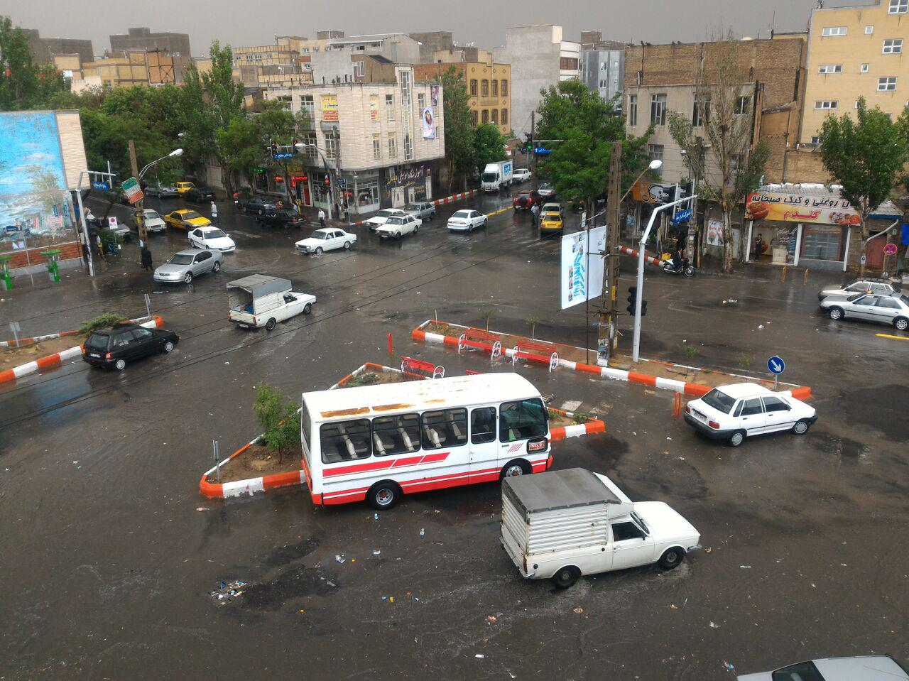 تصویری عادی از مرکز تبریز در زمان بارش باران!!!!