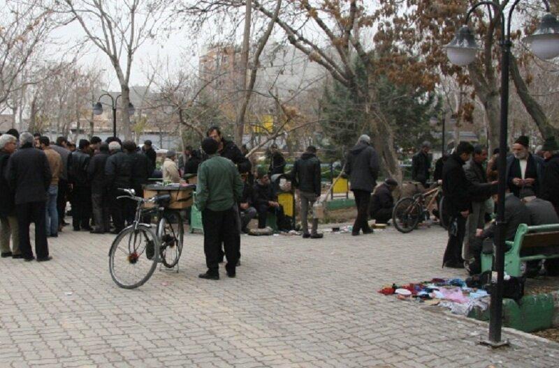 دست فروشان از باغ گلستان رانده از گجیل مانده