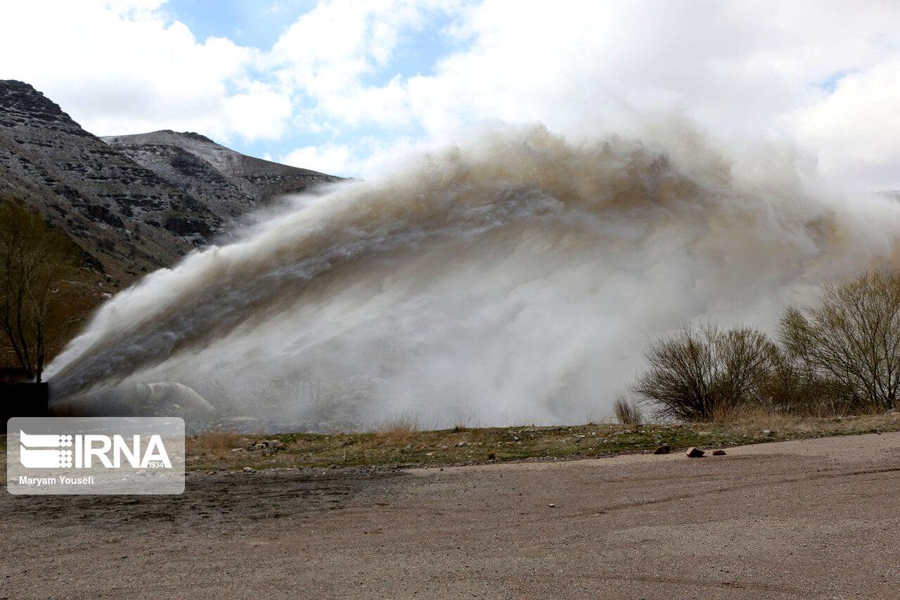 رهاسازی  آب سد قلعهچای عجبشیر به دریاچه ارومیه